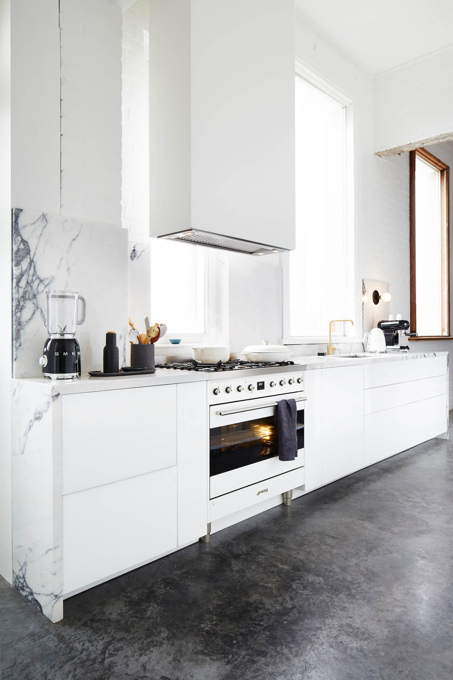 Smeg Freestanding Cooker in Armelle Habib's Studio Kitchen | Yellowtrace