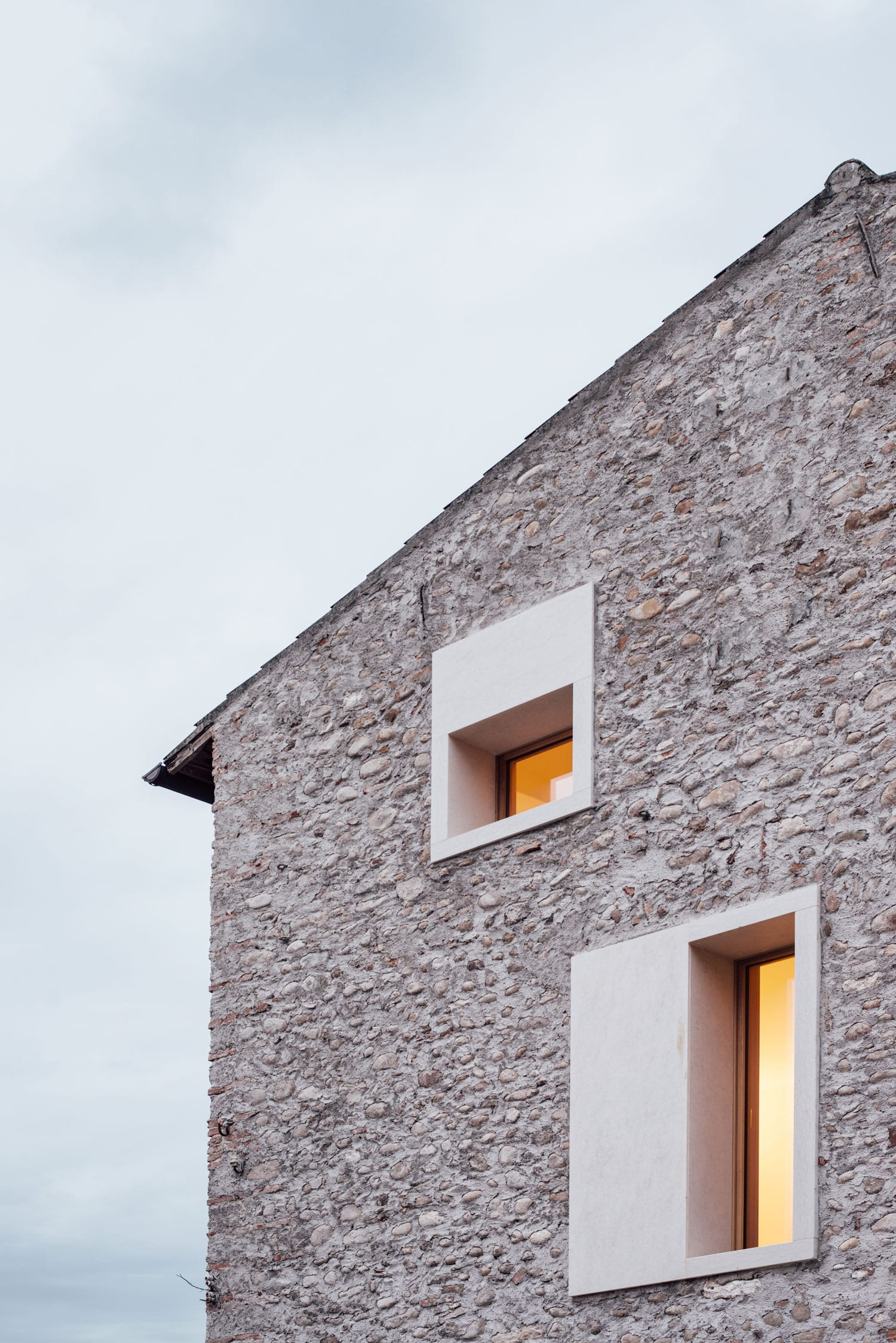 A Country Home in Chievo, Verona by Studio Wok | Yellowtrace