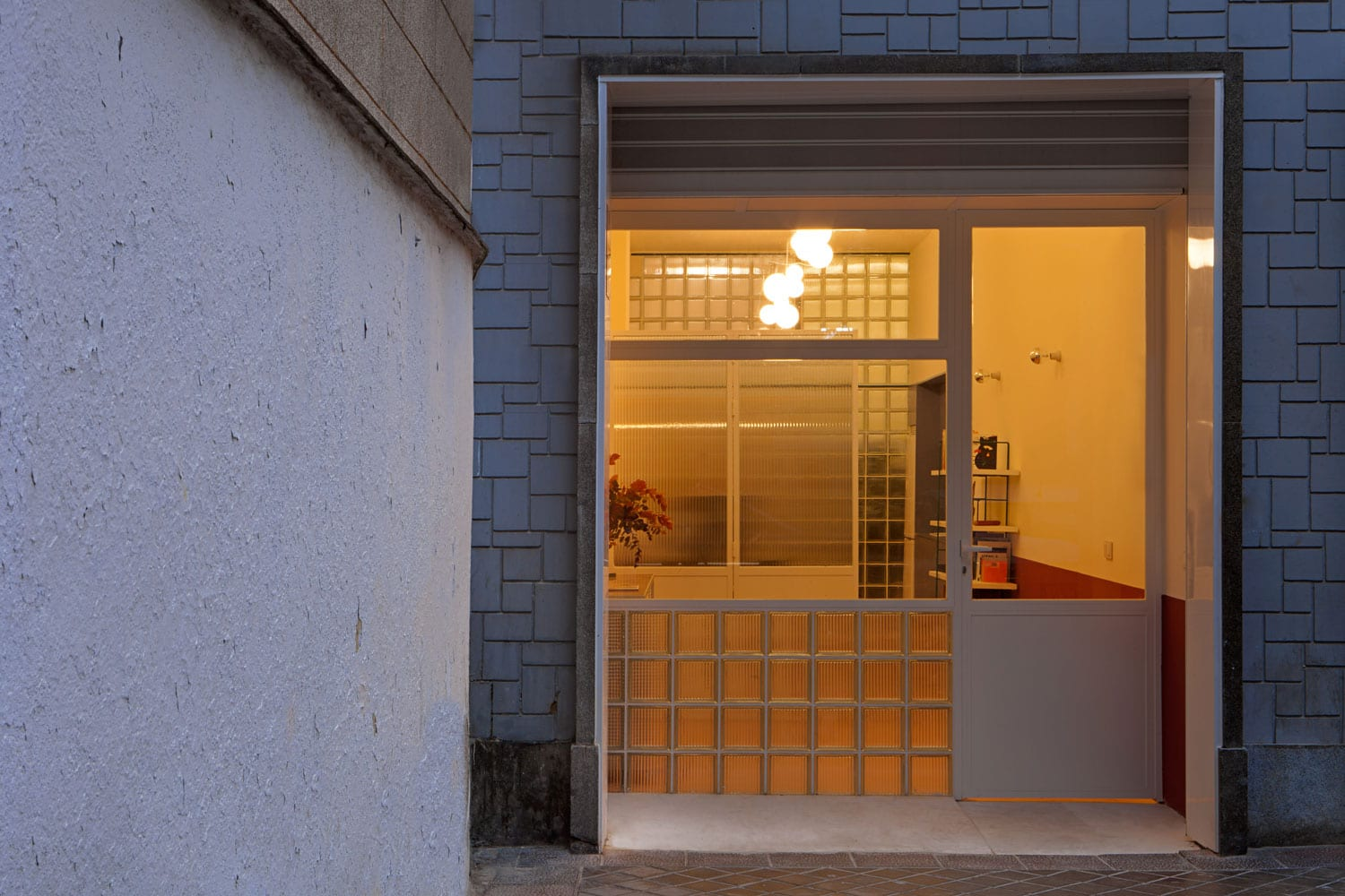 Small Madrid Apartment Transformed into an Office by Plutarco Experimento | Yellowtrace