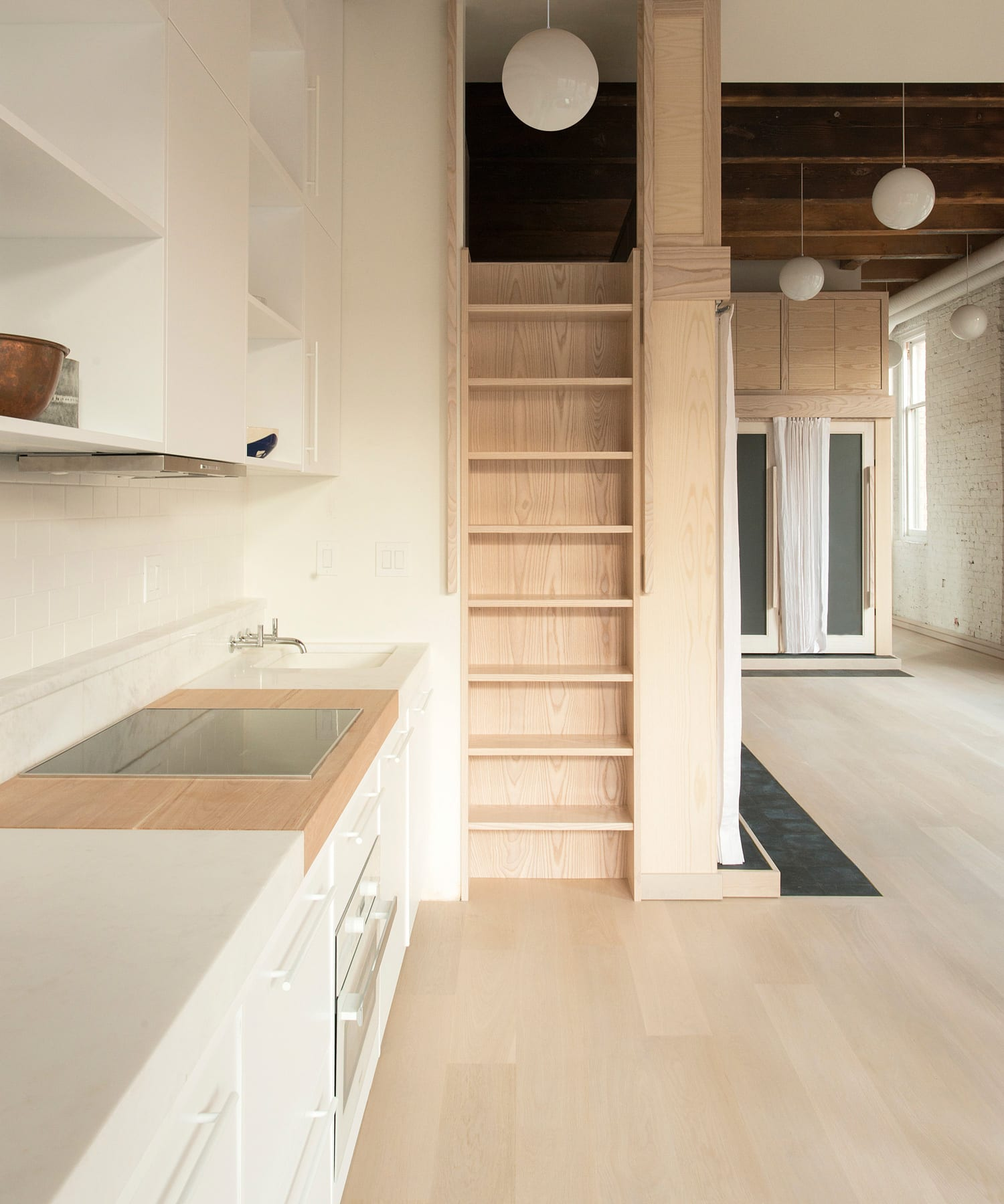 Pioneer Square Loft In Seattle, USA By Le Whit