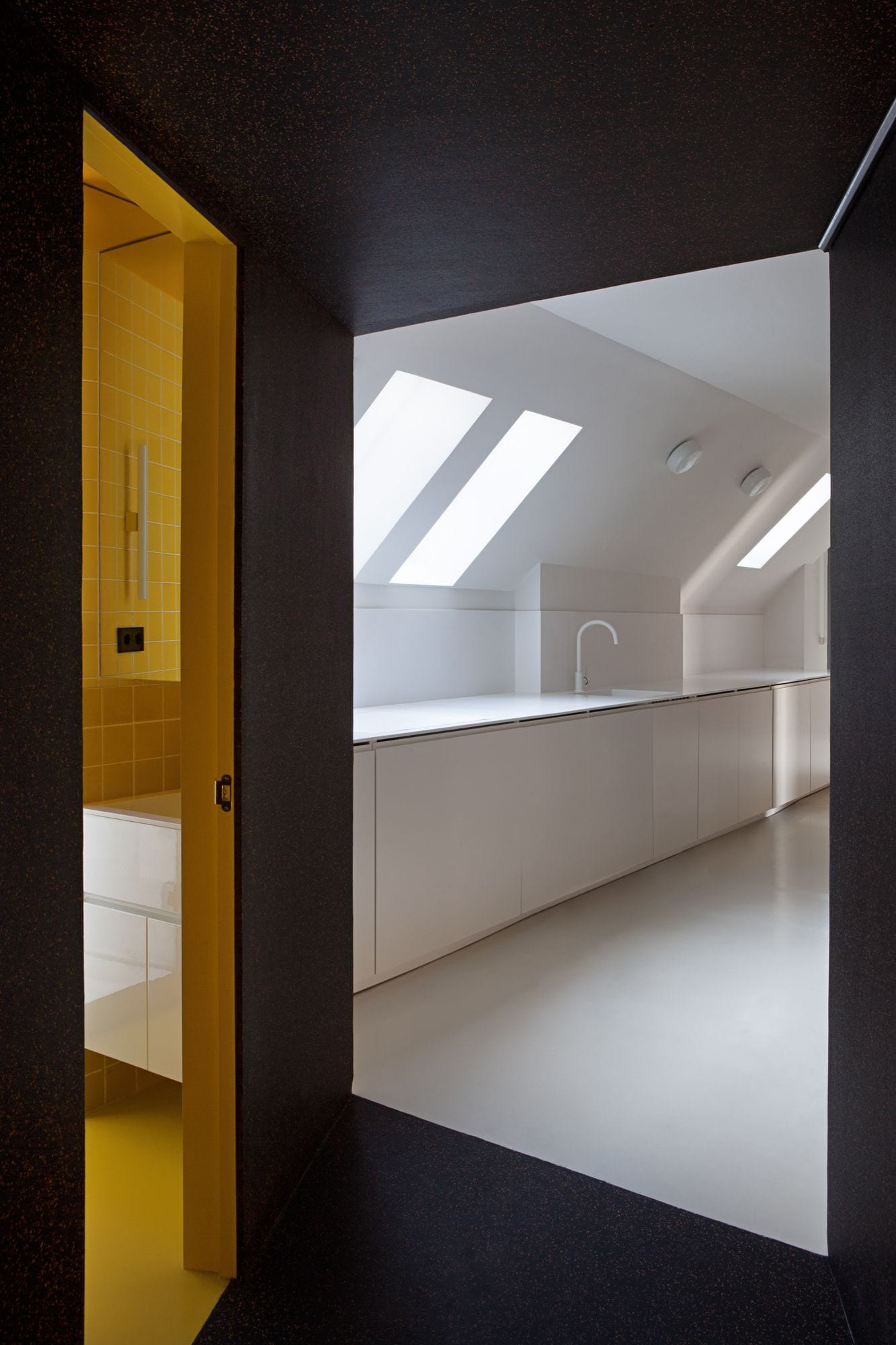 Composite Apartment in Madrid, Spain by Gonzalo del Val, Daniel Fernández Pascual & Alon Schwabe | Yellowtrace