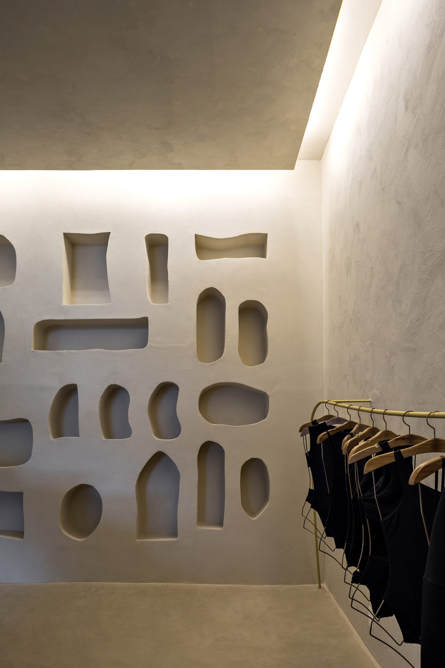 Organic Brutalism: Haight Fashion Store in Rio de Janeiro, Brazil by MNMA Studio   Yellowtrace