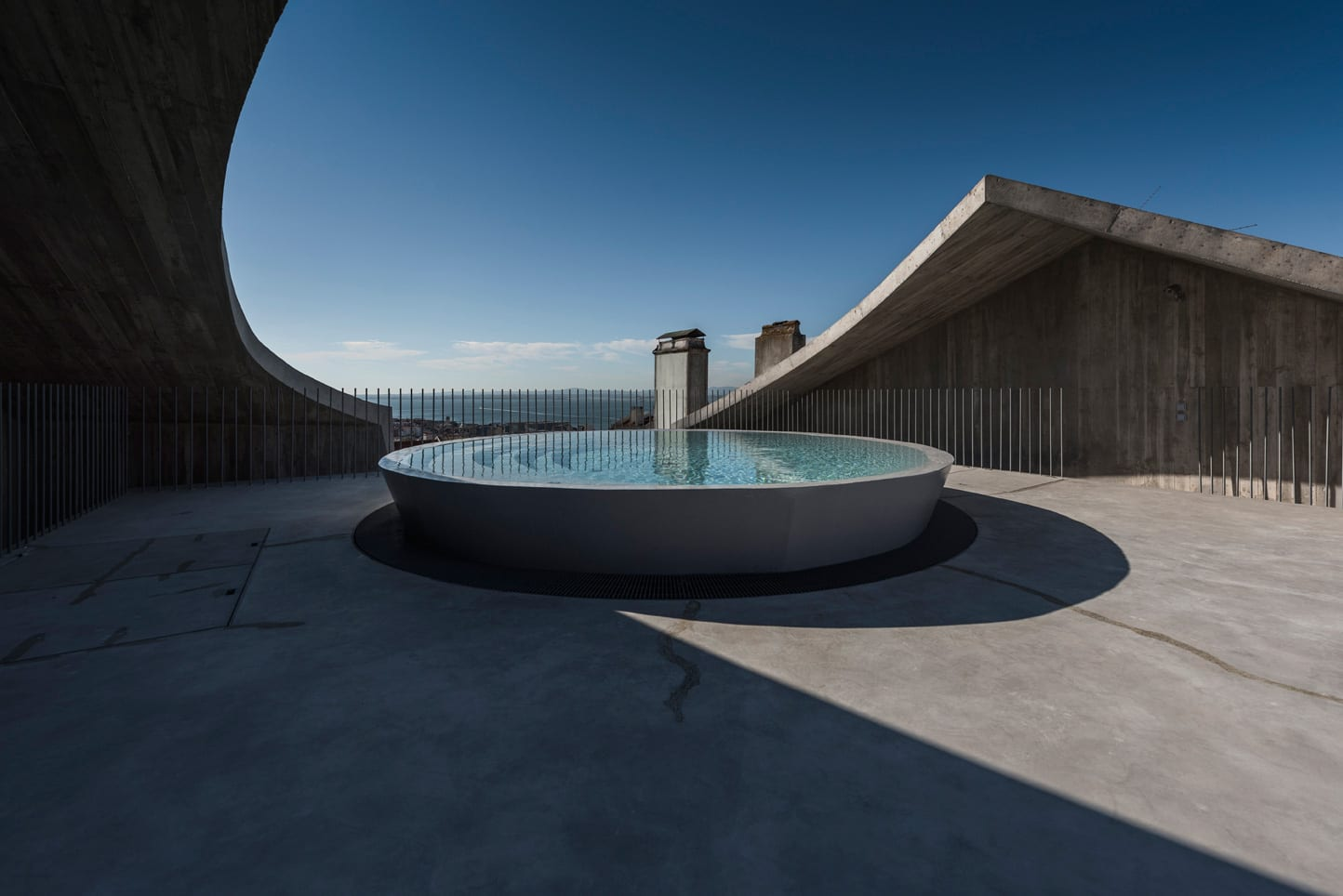 House in Estrela, Lisboa, Portugal by Aires Mateus | Yellowtrace