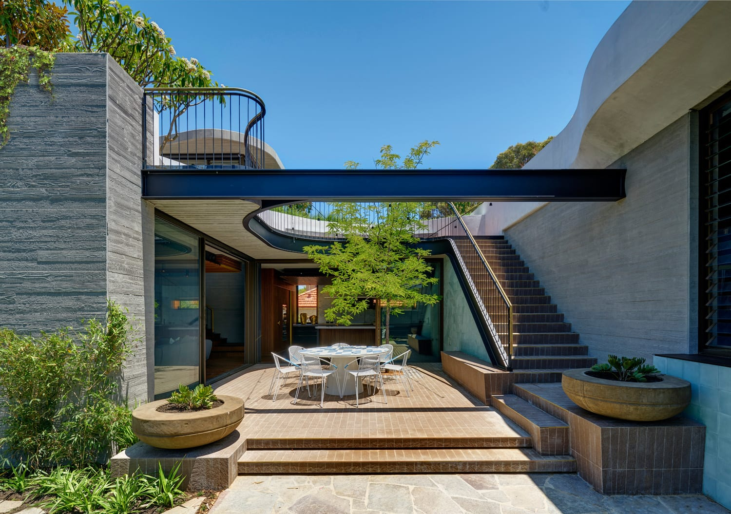 Roscommon House in Floreat, Western Australia by Neil Cownie | Yellowtrace