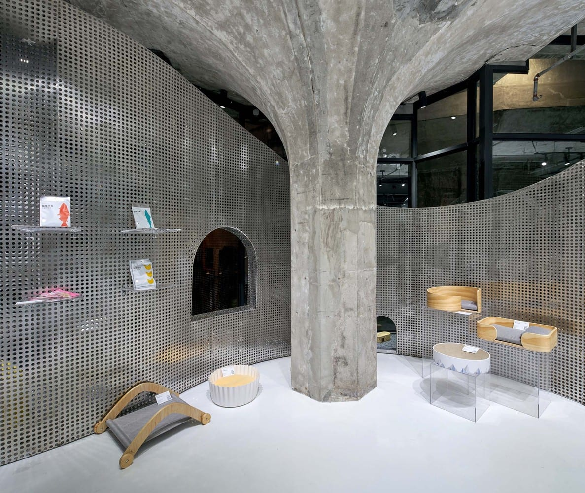 The Animal Backbone in Shanghai by I.F.S.E. Space Creative Lab   Yellowtrace