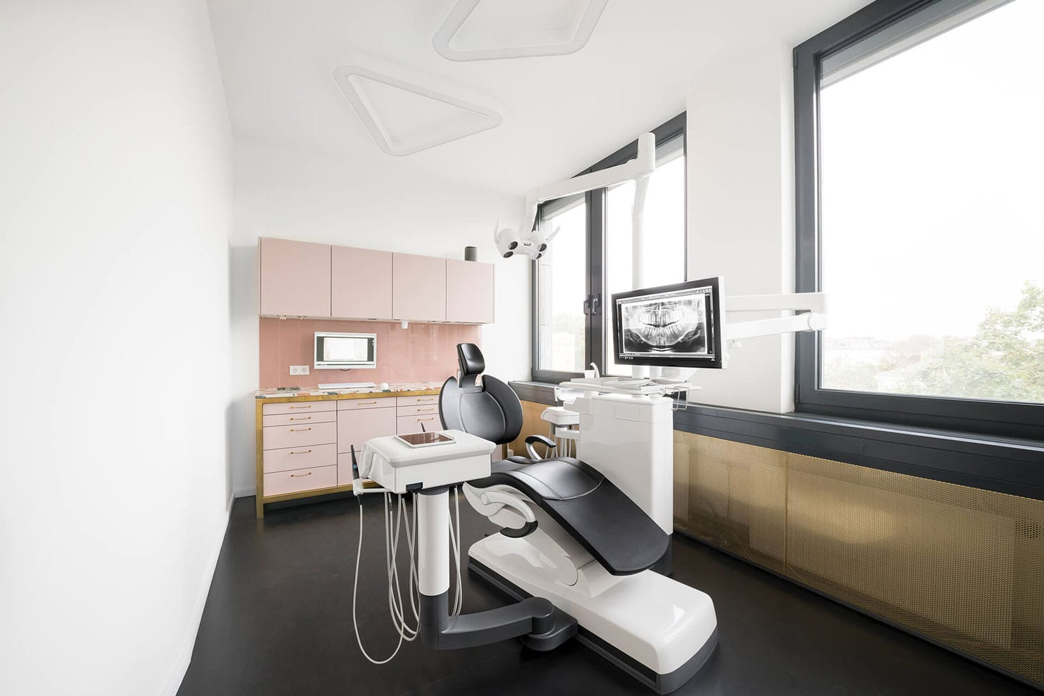 The Urban Dentist in Berlin by Studio Karhard | Yellowtrace