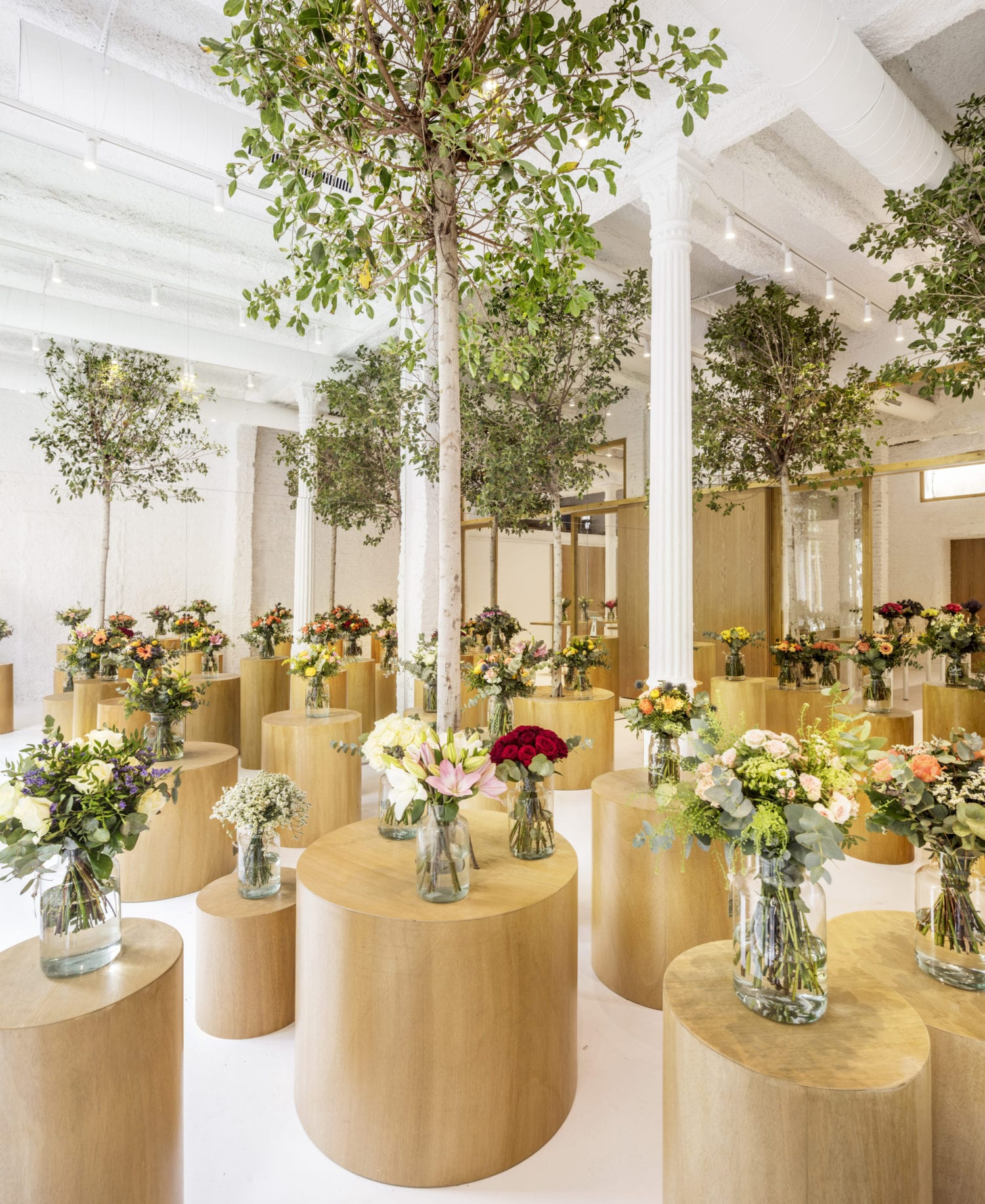 Colvin Florist in Barcelona by Roman Izquierdo Bouldstridge | Yellowtrace