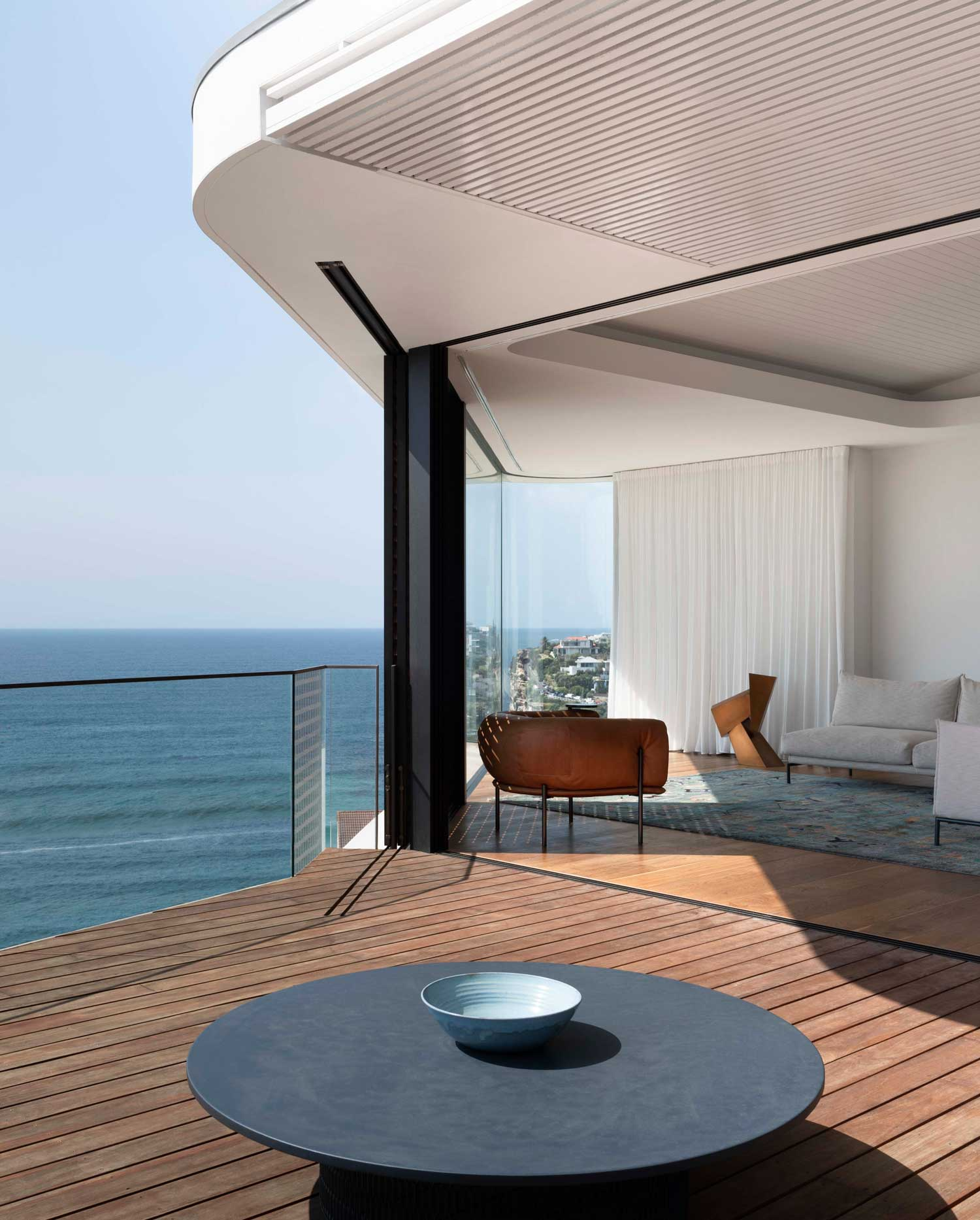 Pacific View Point House in Bronte by Luigi Rosselli Architects & Alwill Interiors.