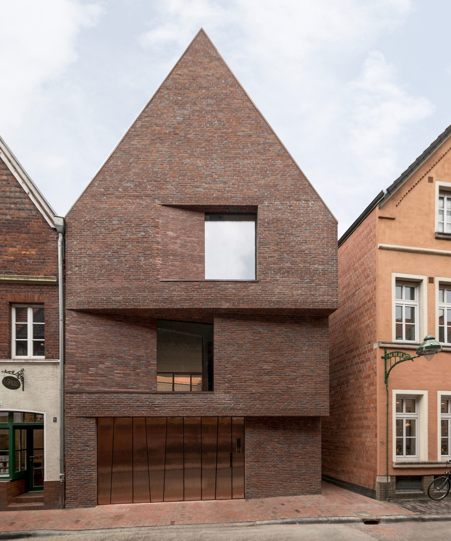 House in Buddentur, Munster, Germany by Hehnpohl Architektur, Best of Brick Architecture | Yellowtrace