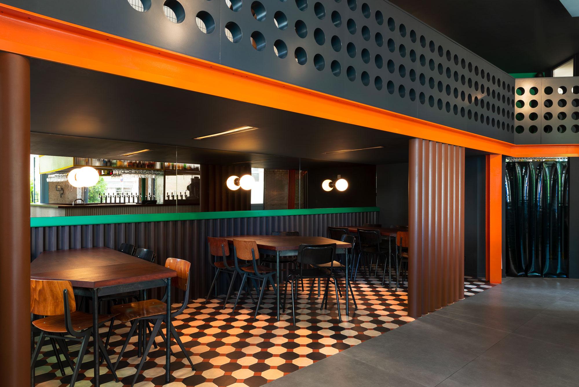 Un Studio, La Raffinerie Modernist Beer Bar in Lyon, Photo Aurelien Aumond | Yellowtrace