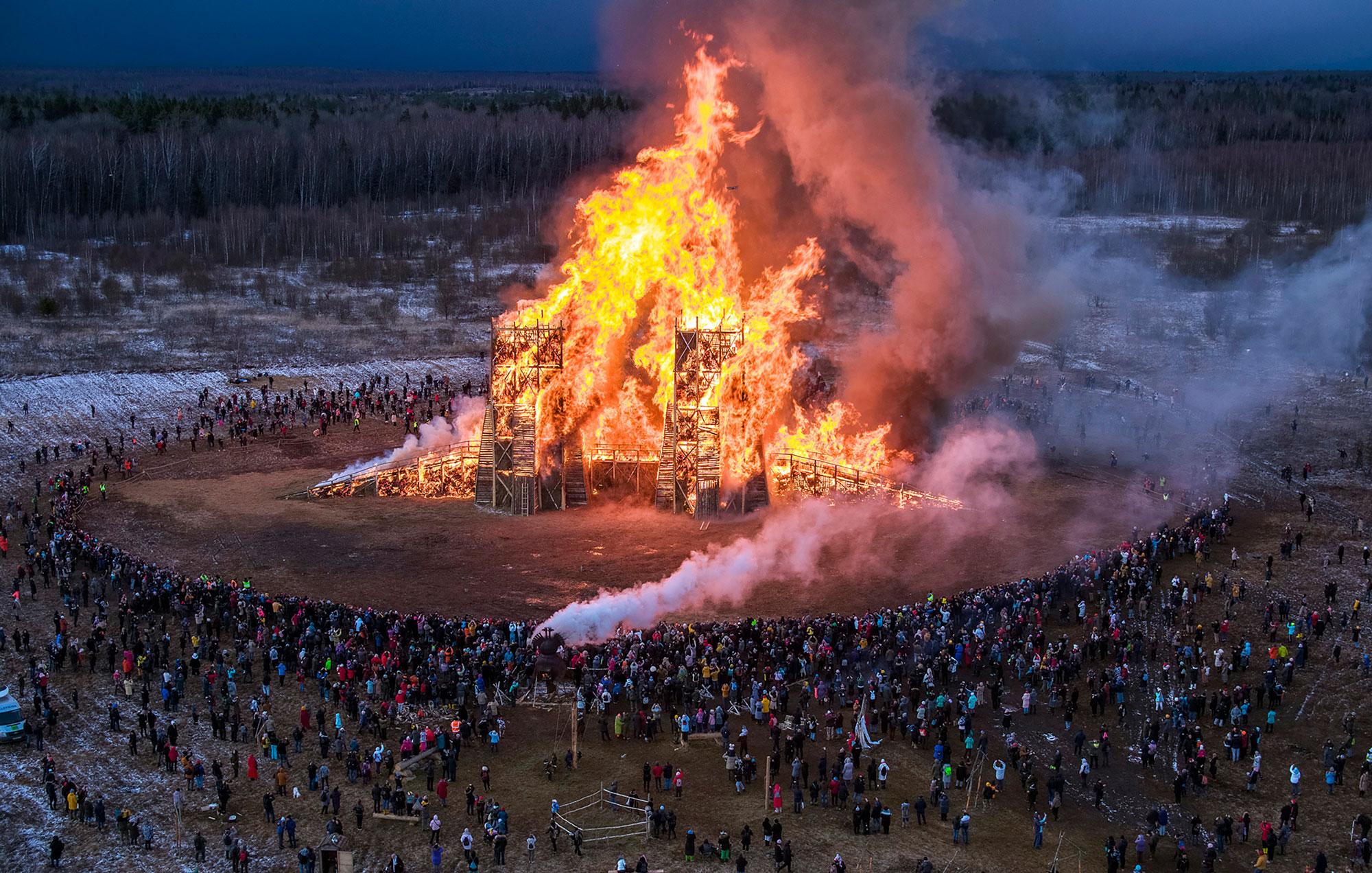 Katarsis, Burning Bridges Installation in Russia, Photo Dmitrij Serebryakov   Yellowtrace