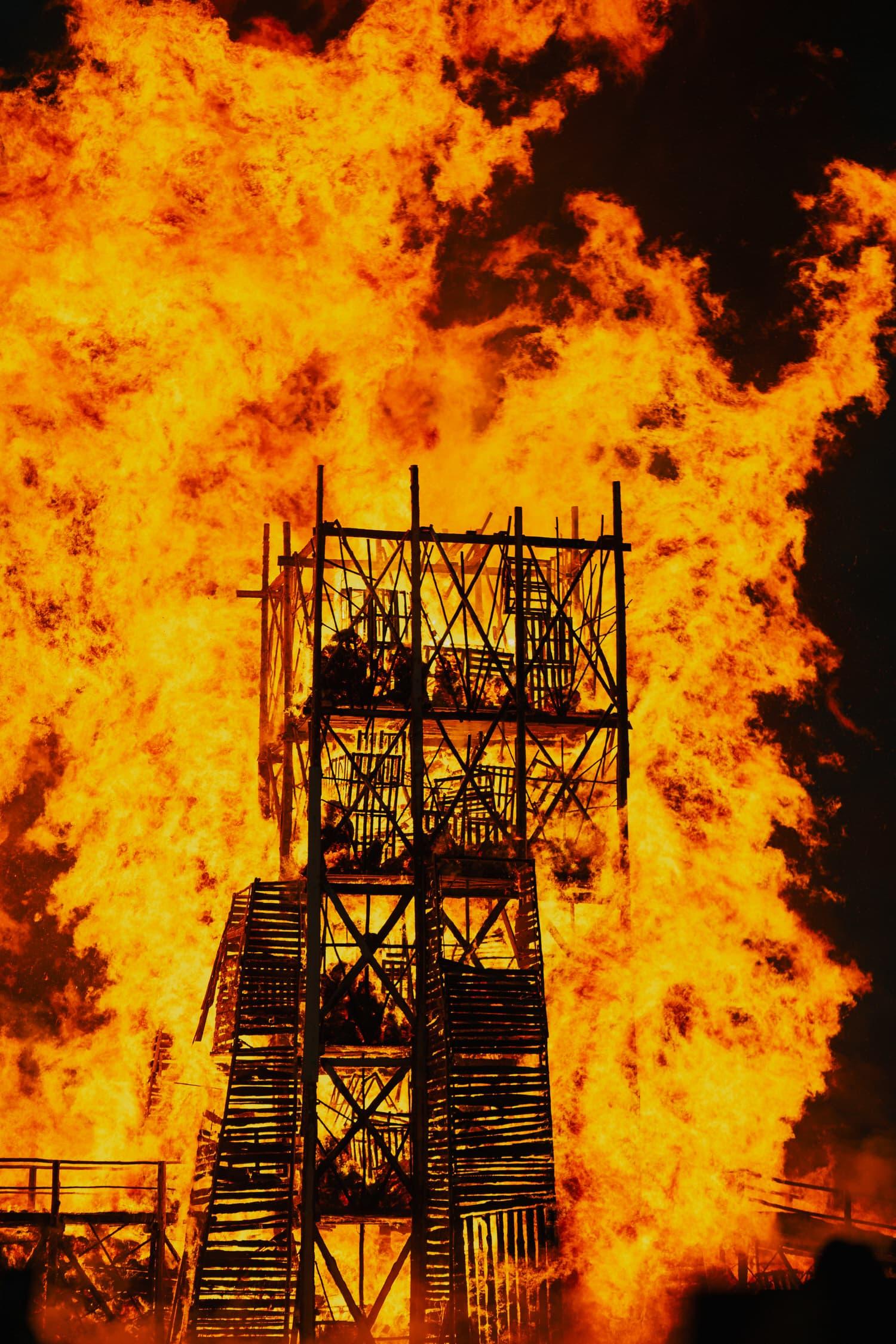 Katarsis, Burning Bridges Installation in Russia, Photo Lev Zvezdnyj   Yellowtrace