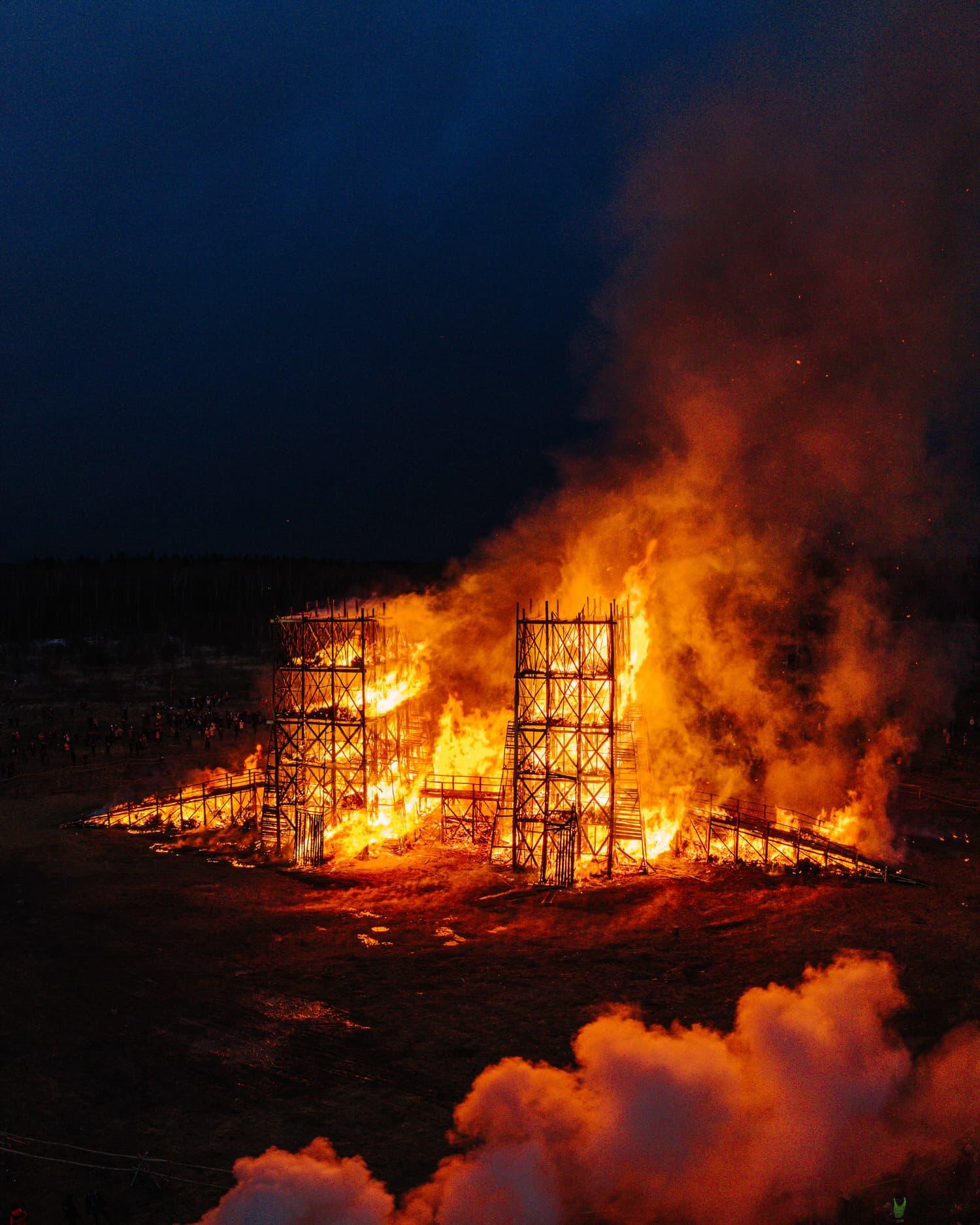 Katarsis, Burning Bridges Installation in Russia, Photo Max Bezyglyj   Yellowtrace