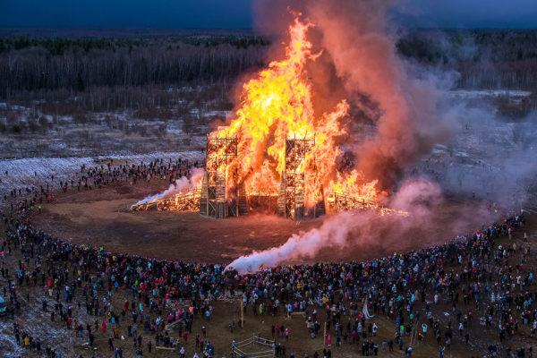 Katarsis, Burning Bridges Installation in Russia, Photo Dmitrij Serebryakov | Yellowtrace