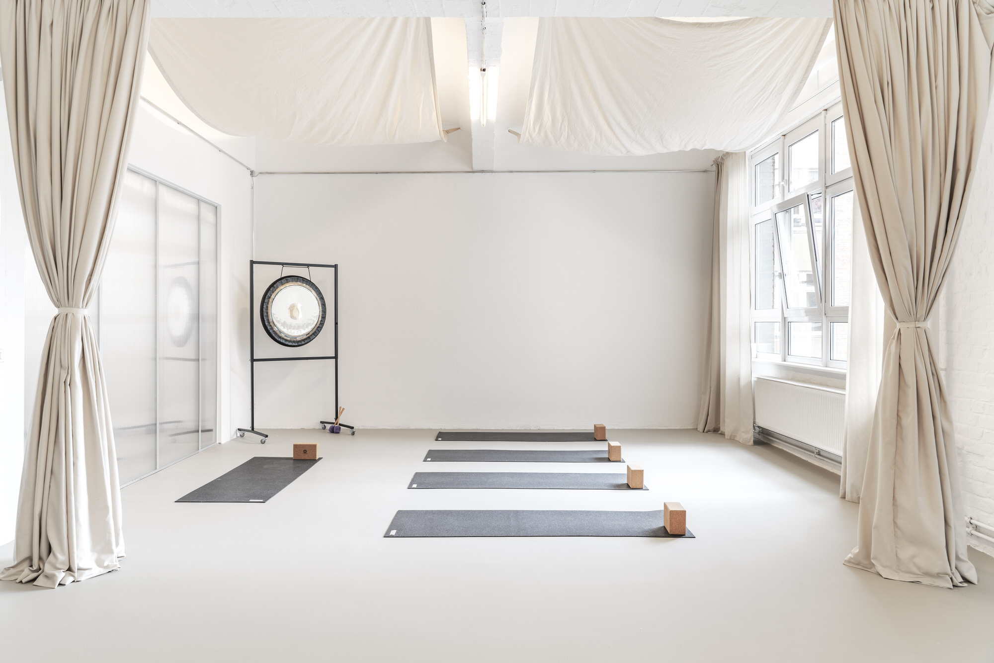 Some Place Studio, Original Feelings Yoga Studio Berlin, Wellness Interior Design, Photo Linus Muellerschoen | Yellowtrace