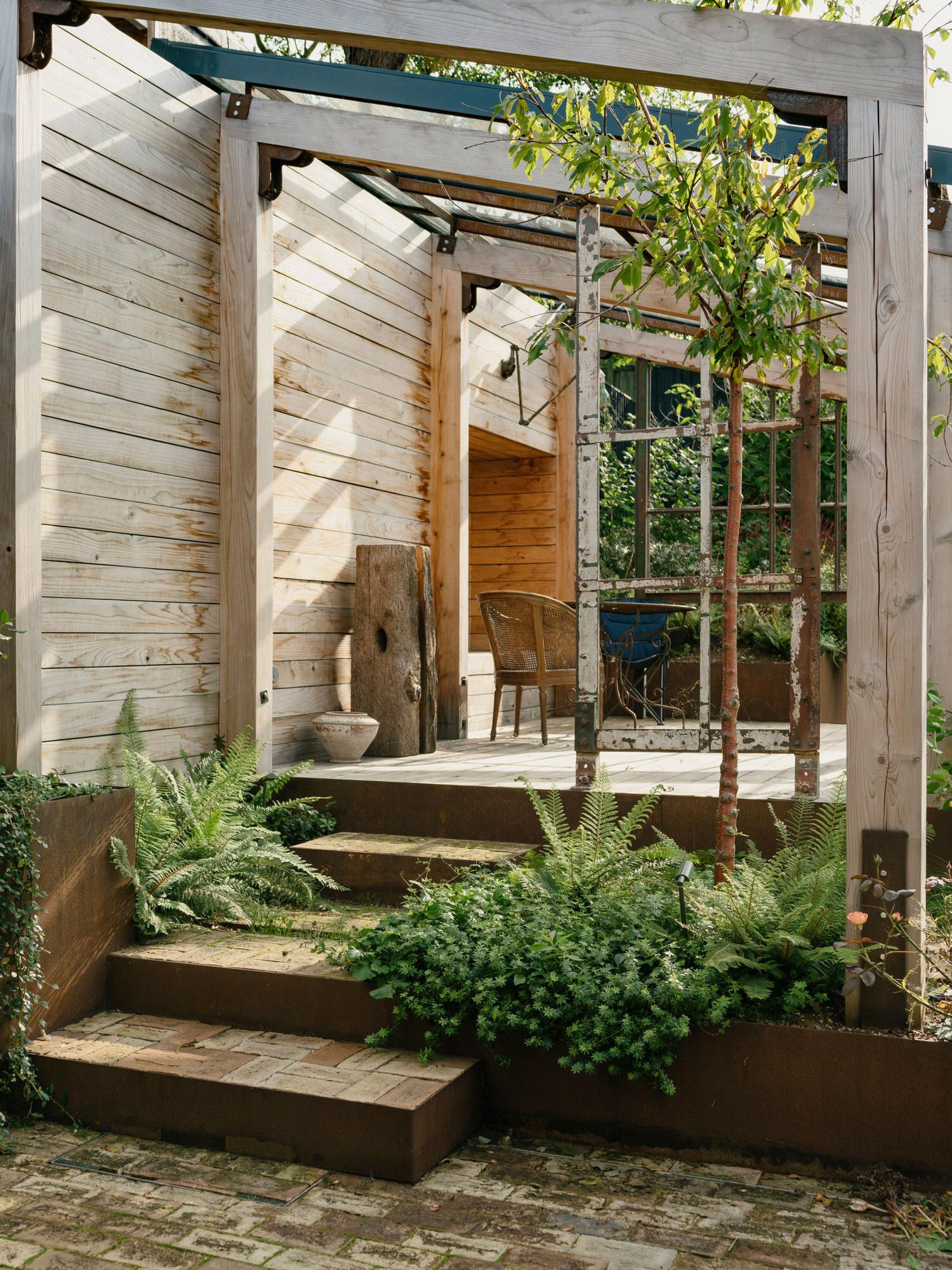 Sarah Wigglesworth, Haycroft Gardens Eco Friendly Multi Generational House London | Yellowtrace