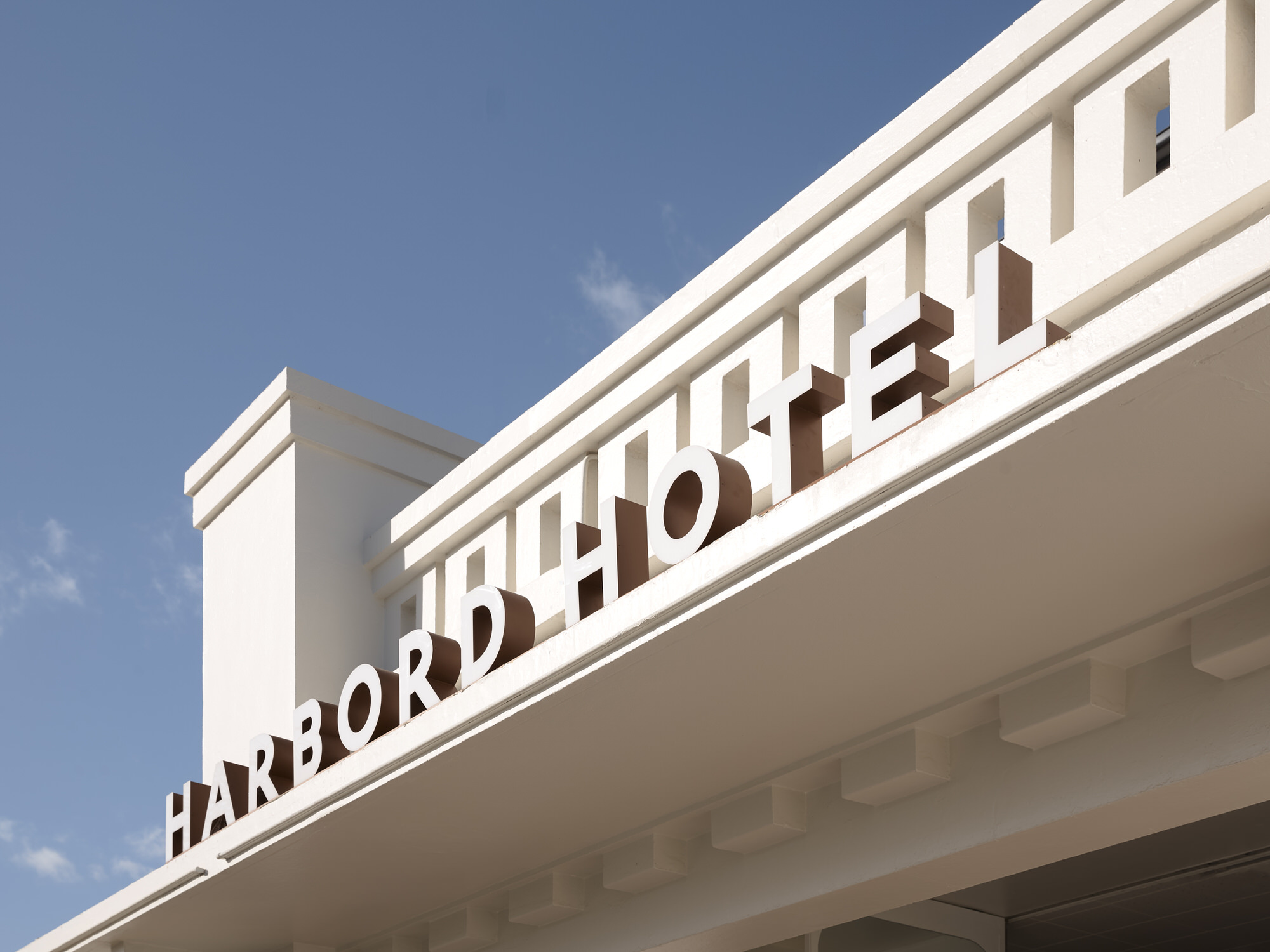 Alexander Co Harbord Hotel Freshwater Photo Anson Smart Yellowtrace 36