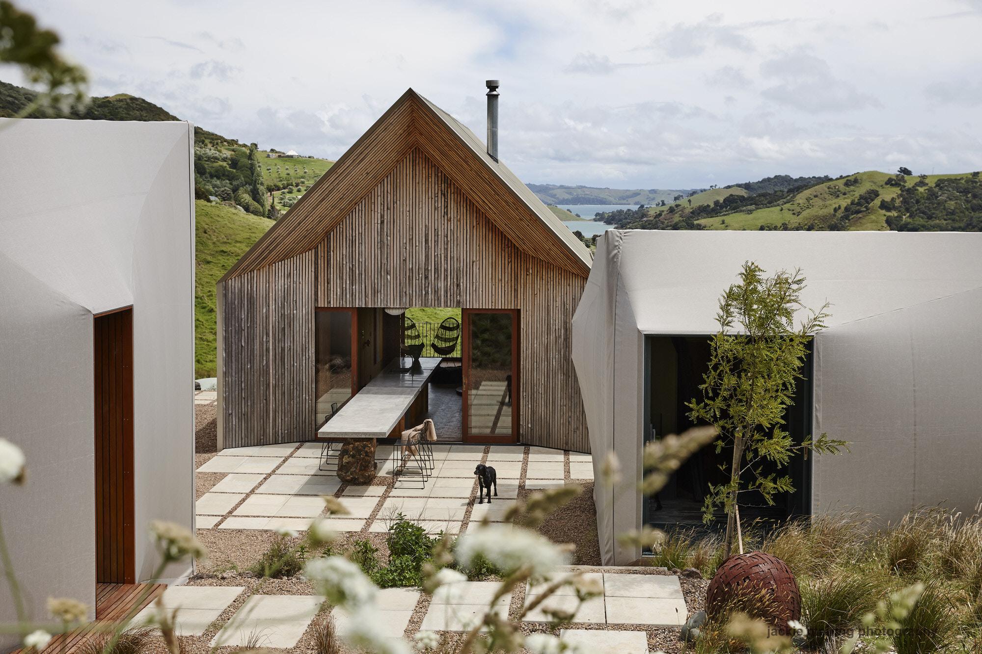 Cheshire Architects Awaawaroa Bay New Zealand Architecture Photo Jackie Meiring Yellowtrace 01