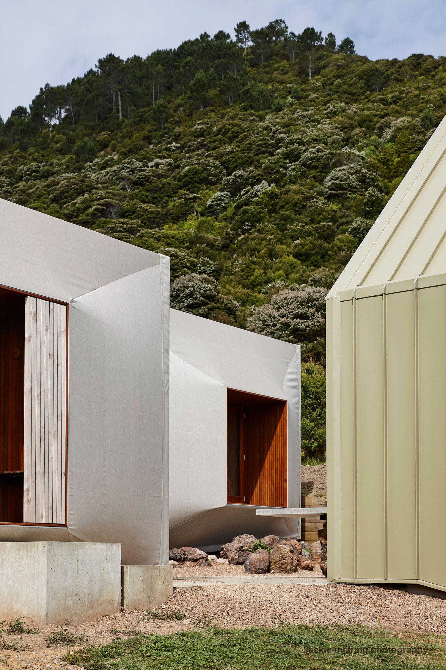Cheshire Architects Awaawaroa Bay New Zealand Architecture Photo Jackie Meiring Yellowtrace 03