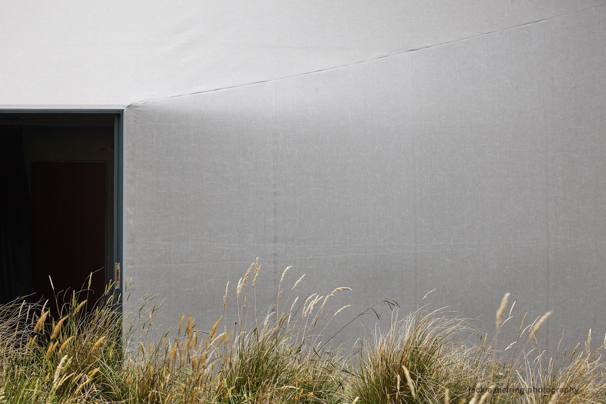 Cheshire Architects Awaawaroa Bay New Zealand Architecture Photo Jackie Meiring Yellowtrace 04