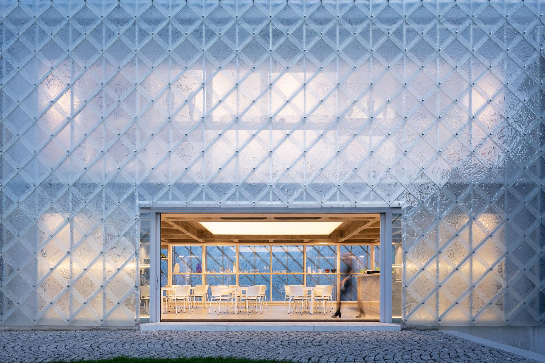 Ov A Architects Lasvit Headoffice Czech Republic Novy Bor Yellowtrace 09