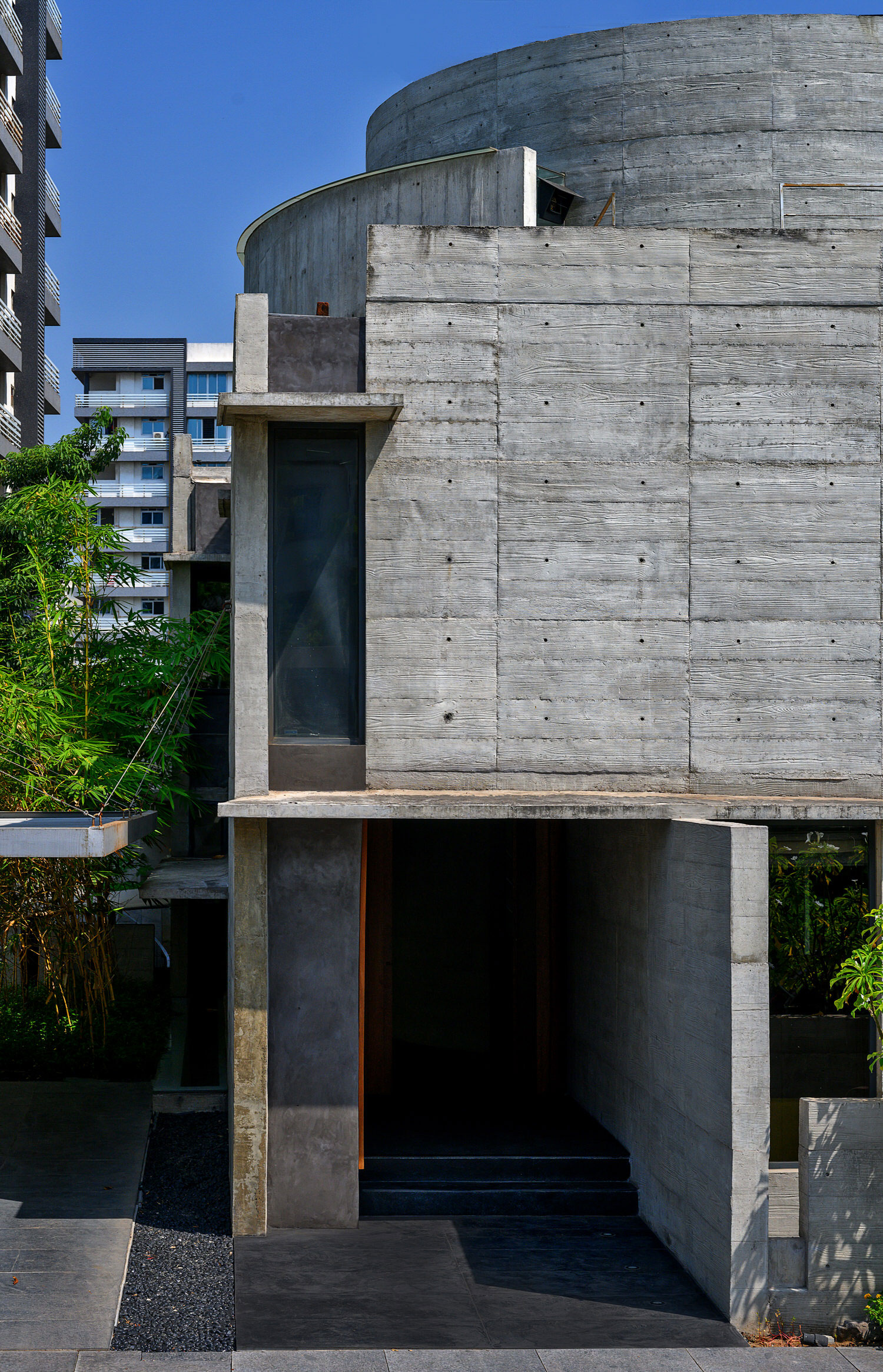 Matharoo Associates Plain Ties House Surat India Photo Dinesh Mehta Yellowtrace 01