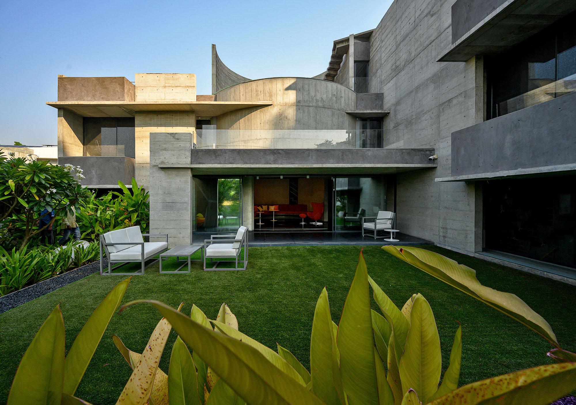 Matharoo Associates Plain Ties House Surat India Photo Dinesh Mehta Yellowtrace 03