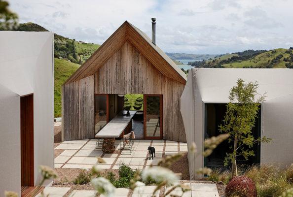 Cheshire Architects Awaawaroa Bay New Zealand Architecture Photo Jackie Meiring Yellowtrace