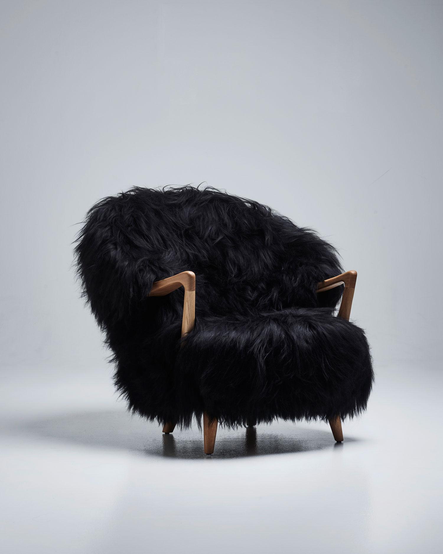 Stylecraft Eikund Fluffy Lounge Black Mid Century Design Photo Tom Haga Yellowtrace 01a