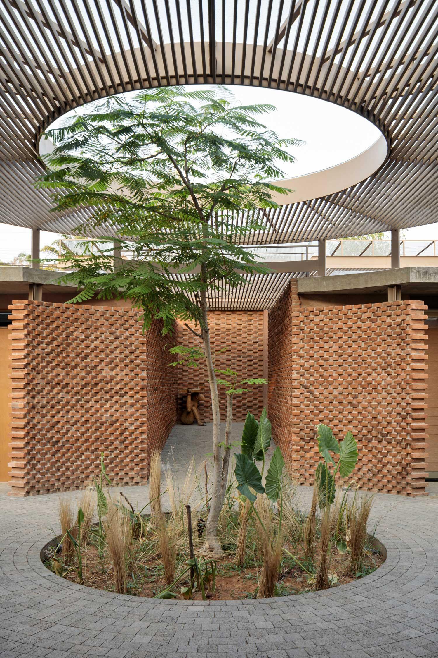 Daniela Bucio Sistos Uc House Morelia Mexico Brick Architecture Photo Dane Alonso Yellowtrace 06