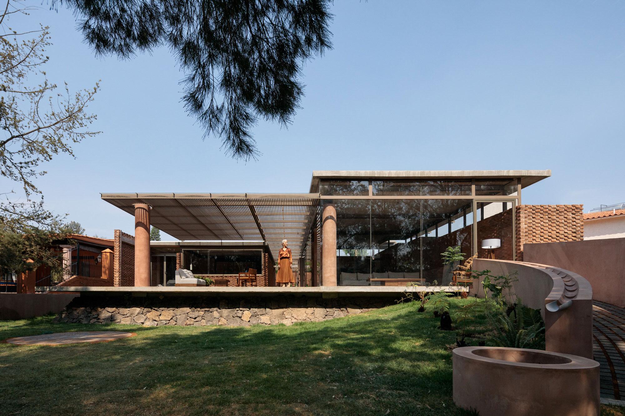 Daniela Bucio Sistos Uc House Morelia Mexico Brick Architecture Photo Dane Alonso Yellowtrace 21