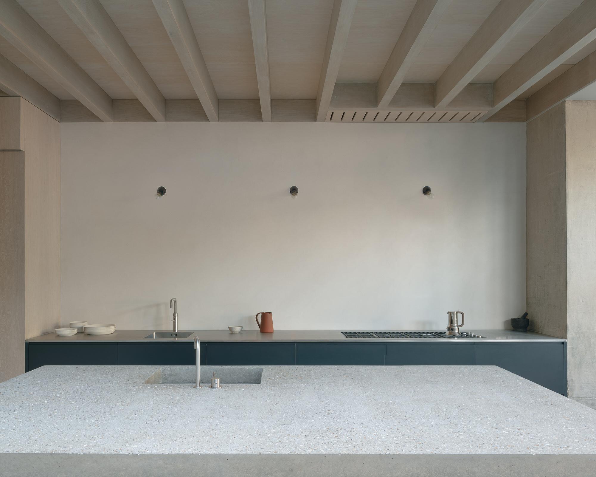Dgn Studio Concrete Plinth House East London Residential Architecture Photo Nick Dearden Yellowtrace 04