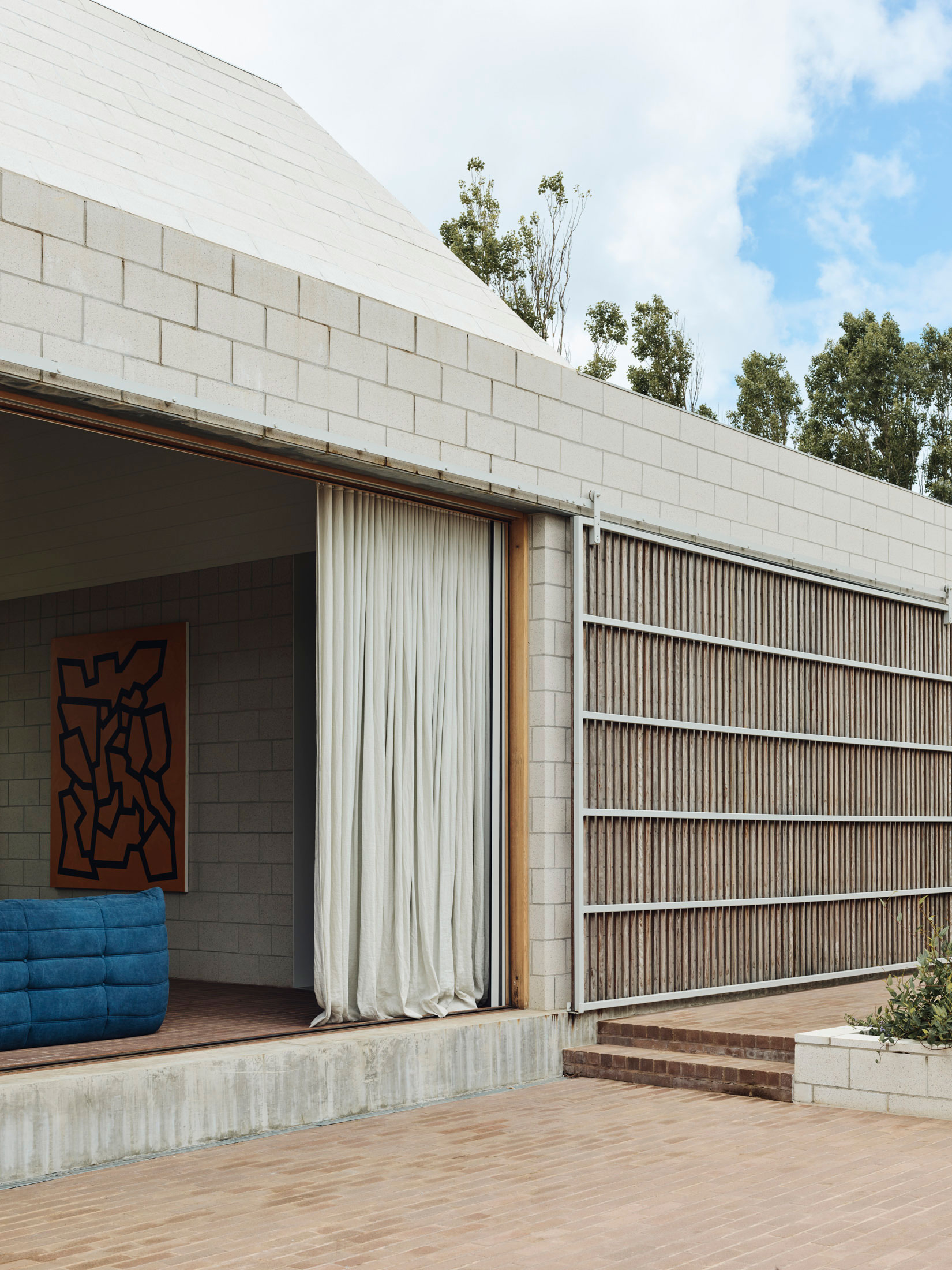 Pyramids of Flinders: Bellows House by Architects EAT.