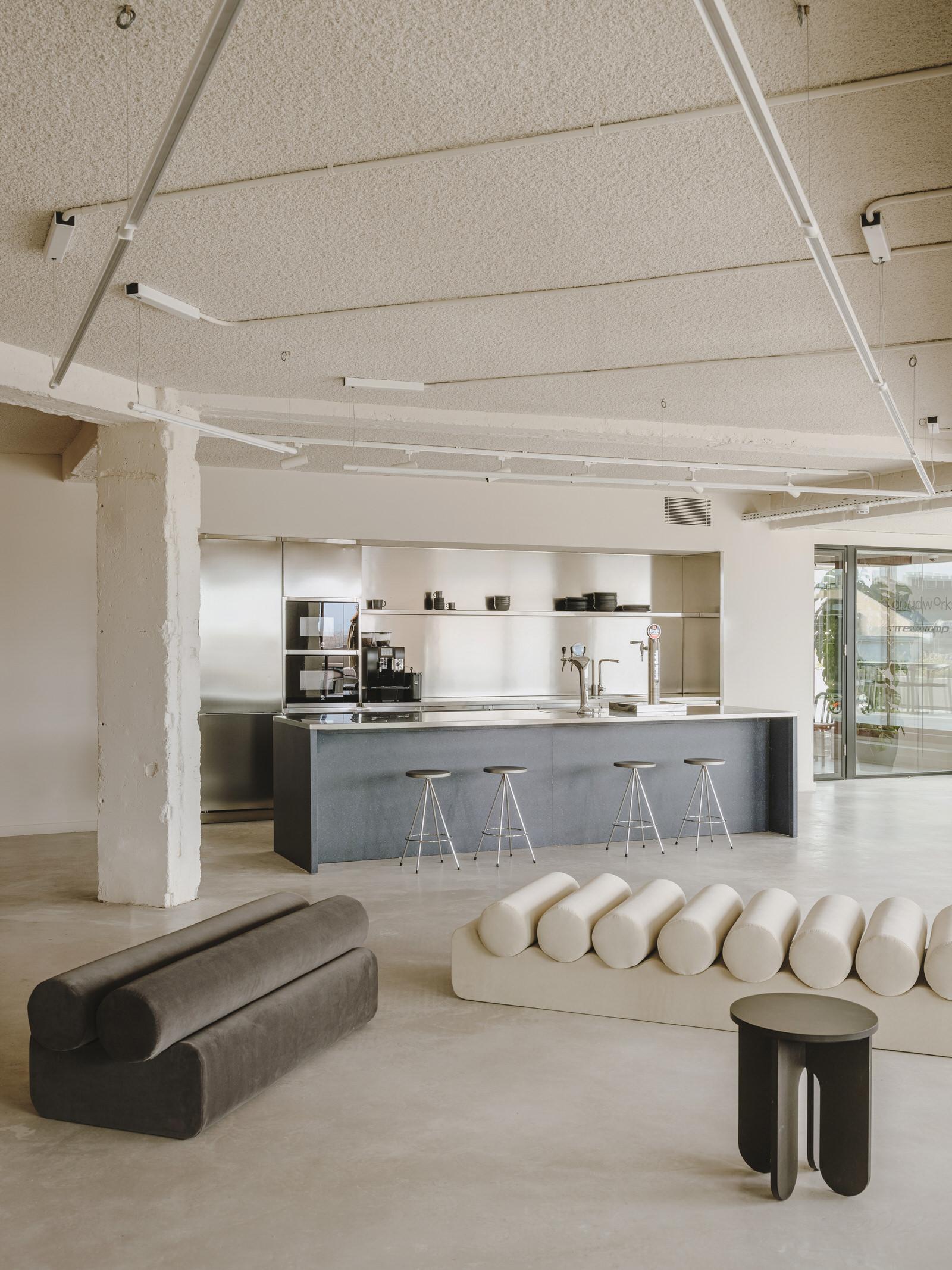 Mesura Architecture Design Cloudworks Penthouse Office Barcelona Photo Salva Lopez Yellowtrace 09