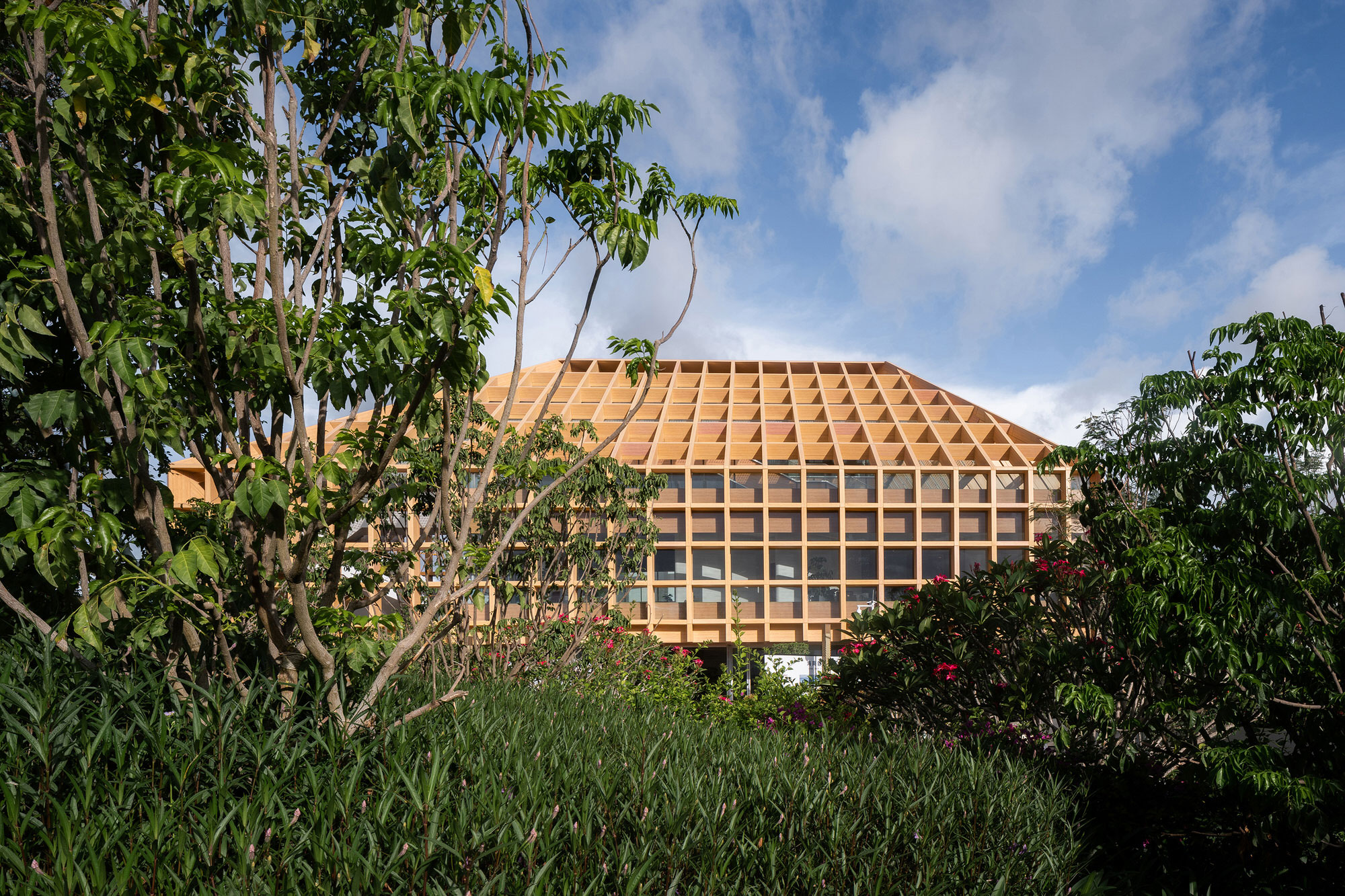 Technology Meets Agriculture at Sanya Farm Lab by CLOU architects.