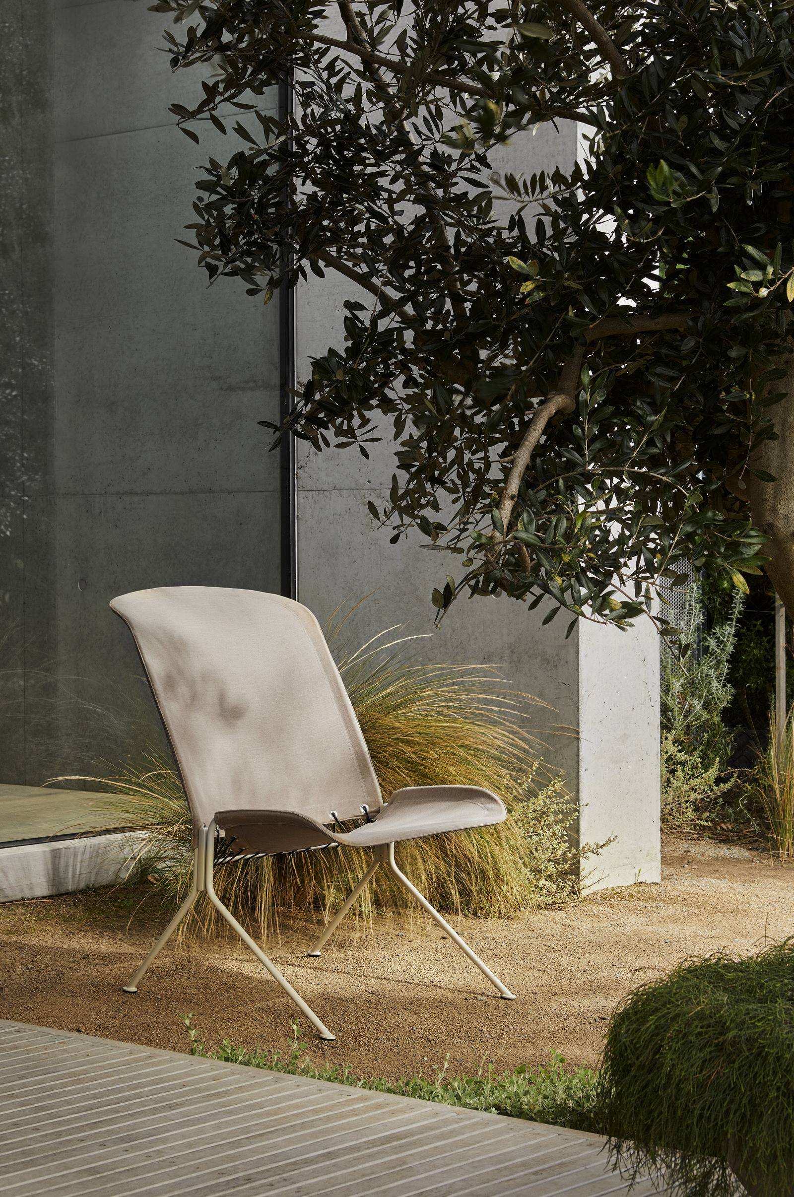 Tait Zephyr Lounger Low Back Paperbark Textured Sunbrella Heather Yellowtrace