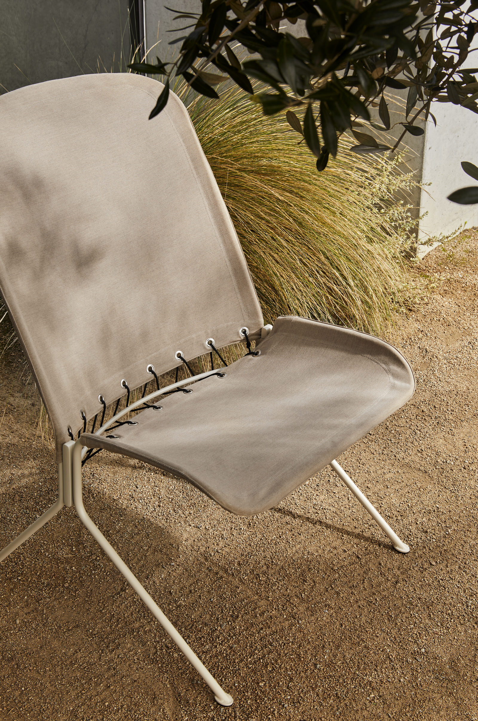Tait Zephyr Lounger Detail Low Back Paperbark Textured Sunbrella Heather Yellowtrace
